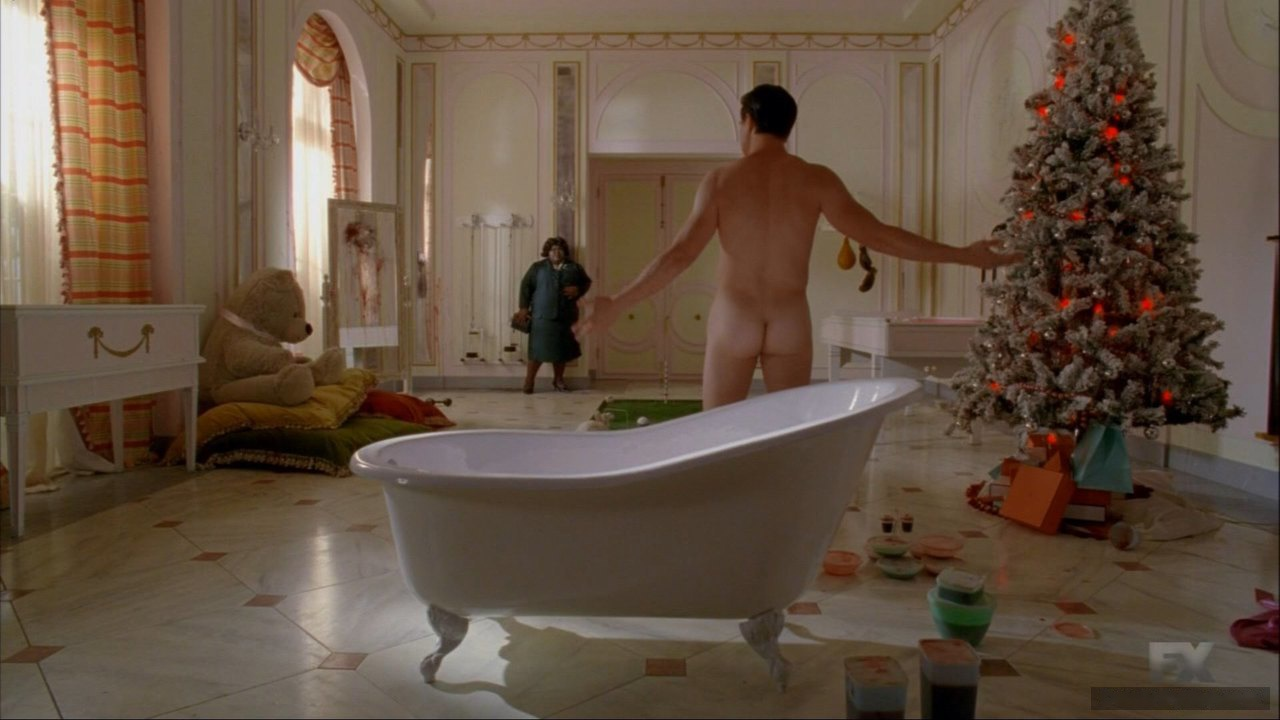 Finn Wittrock butt naked
