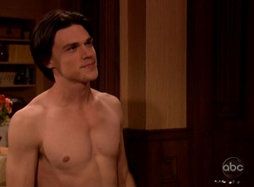 Finn Wittrock nudes