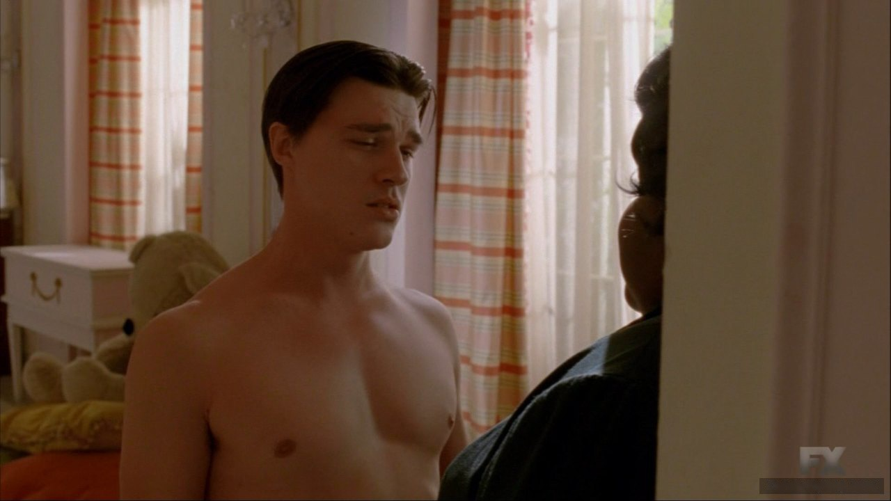 Finn Wittrock sexy naked