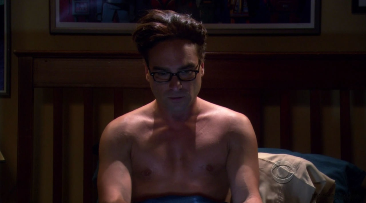Johnny Galecki uncensored nude pic