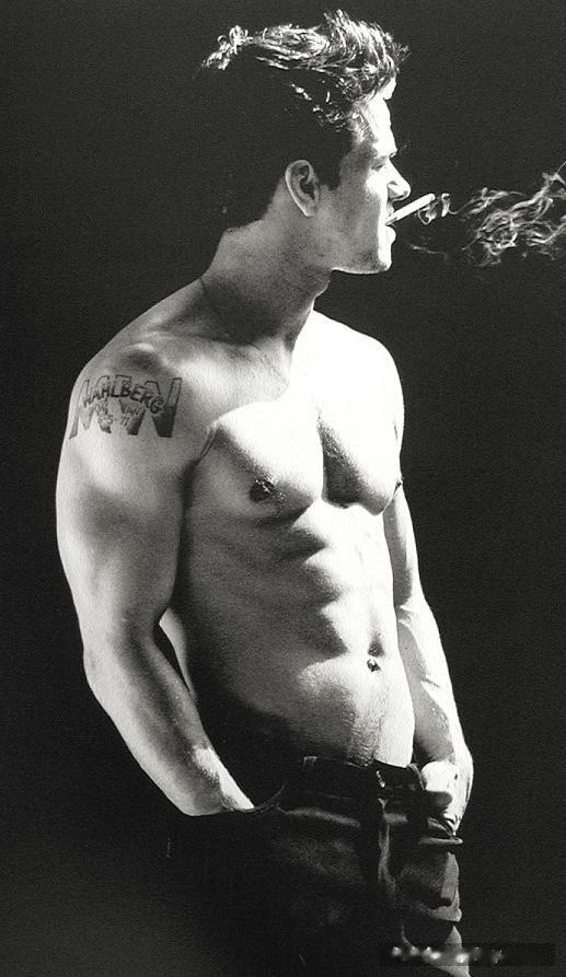 mark wahlberg shirtless pic