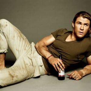 Chris Hemsworth Nude Movie Scenes & BULGING Dick Photos!