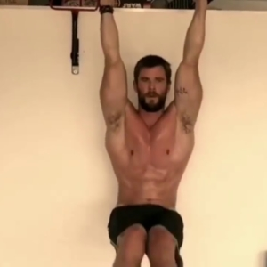 chris hemsworth big muscles