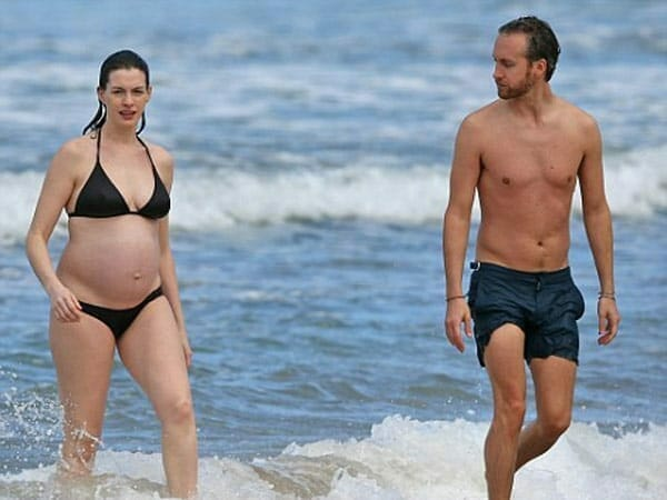 Adam Shulman shirtless with Anne Hathaway at the beach
