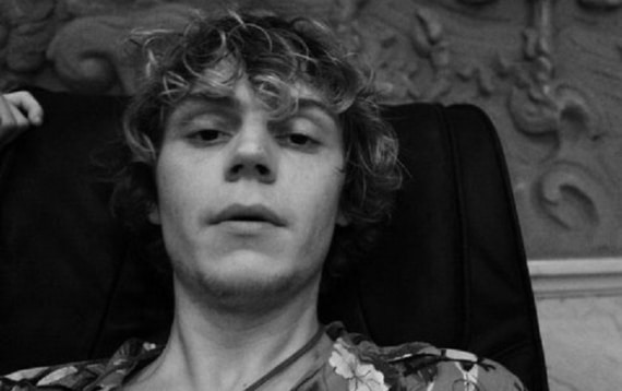 Evan Peters selfie