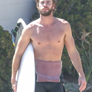 WHOA! Liam Hemsworth Naked & Uncensored Videos!