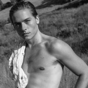 Dylan Sprouse shirtless pic