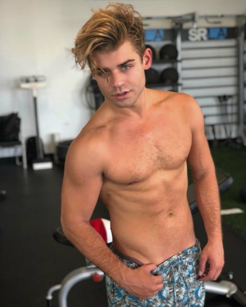 Garrett Clatyon sexy selfie leaked