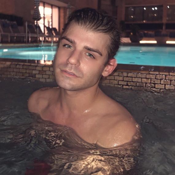 Garrett Clayton nude leaked photos