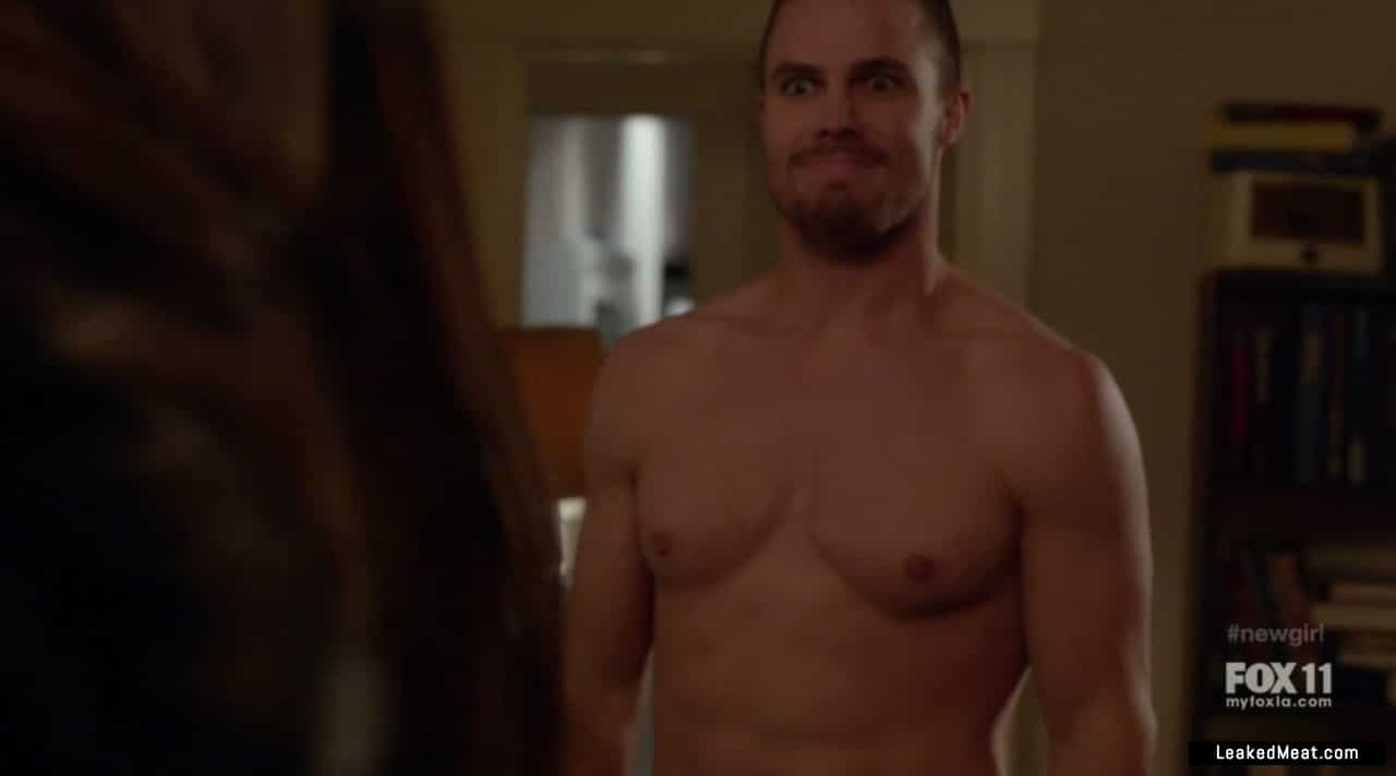 Stephen Amell exposing dick