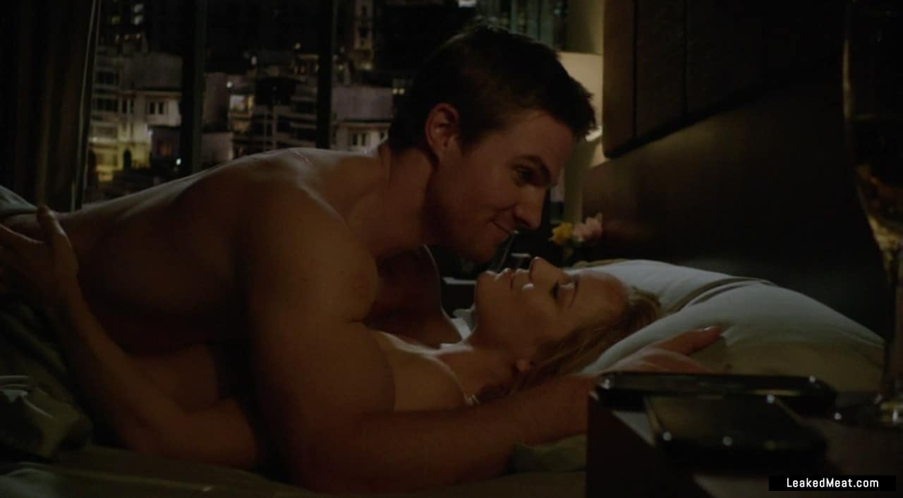 Stephen Amell hot body