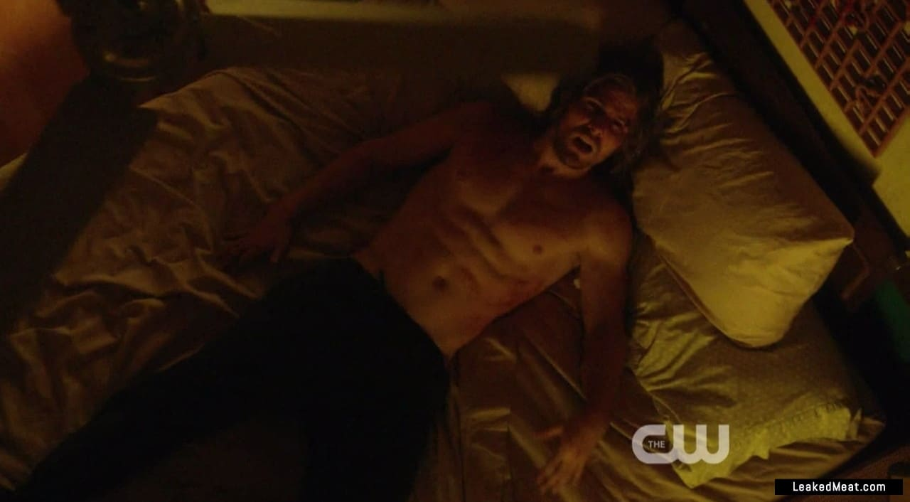 Stephen Amell sexy naked