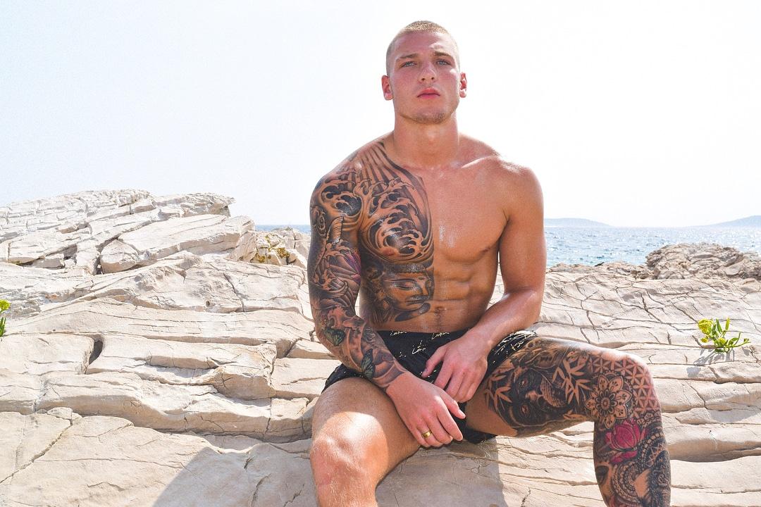 Brandon Myers big muscles