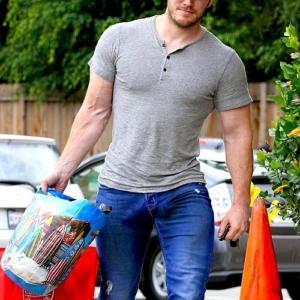 Chris Pratt bulge in jeans