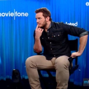 Chris Pratt showing bulge in pants
