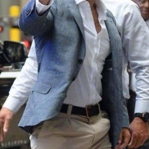 Henry Cavill shows bulge