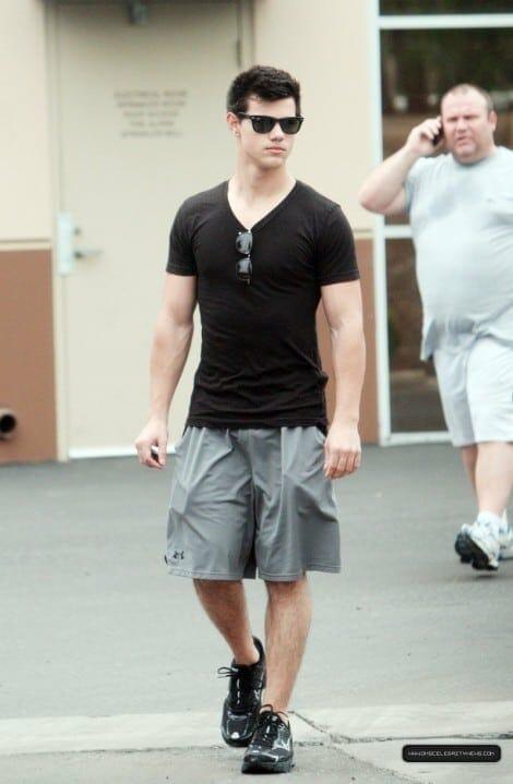 Taylor Lautner huge bulge in shorts