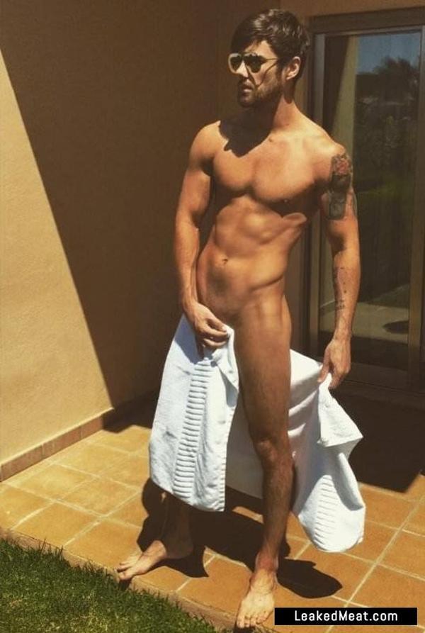 Arron Lowe nude
