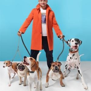Taron Egerton hot with dogs