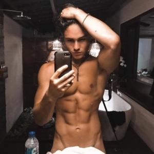 Enzo Carini porn selfie