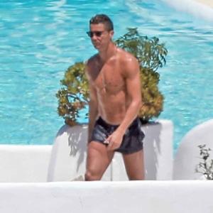 Cristiano Ronaldo shirtless