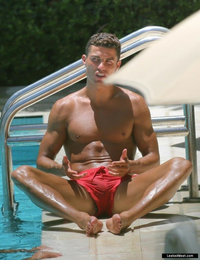 Cristiano Ronaldo penis bulge pic
