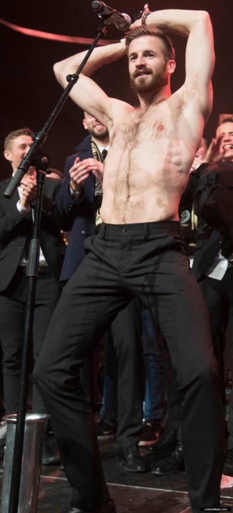 Aleksander Melgalvis stripping