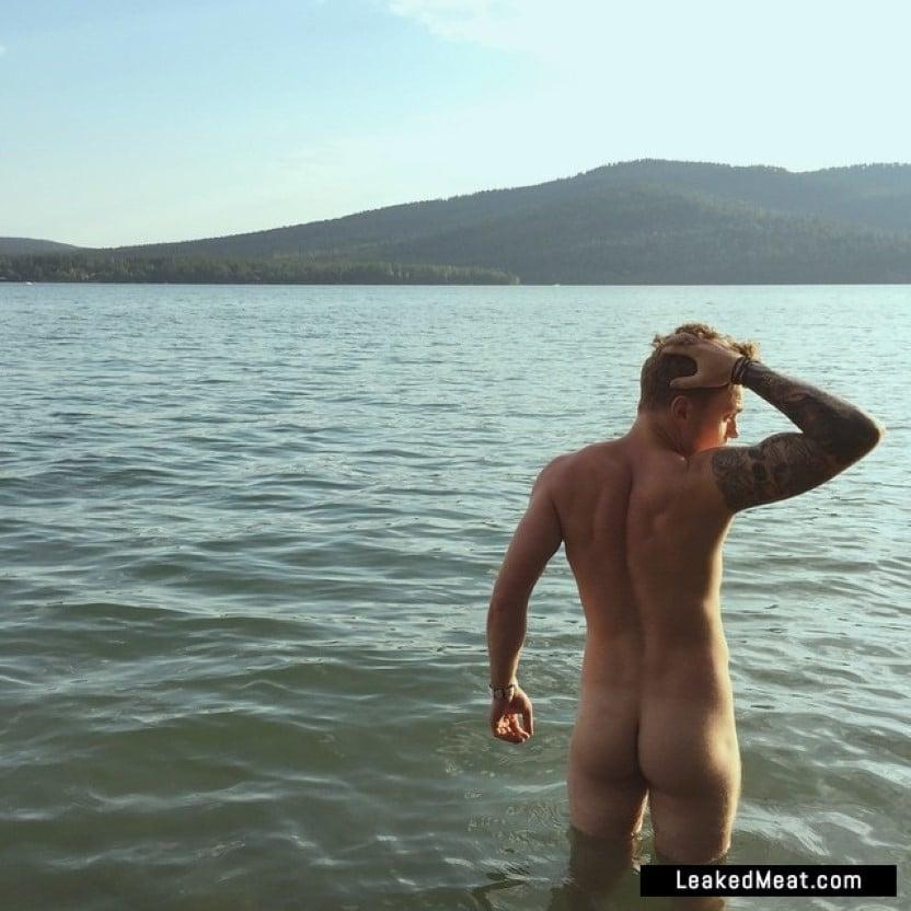 Gus Kenworthy ass