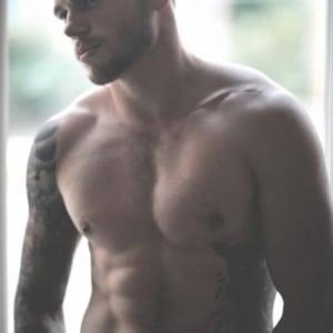 Gus Kenworthy shirtless pic