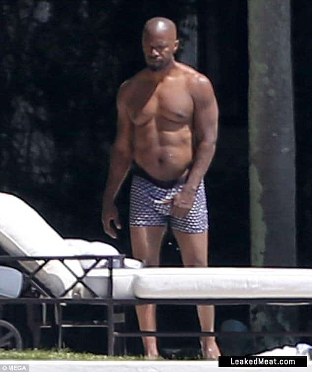 Jamie Foxx penis exposed