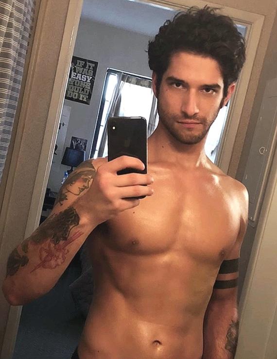 Tyler Posey naked selfie